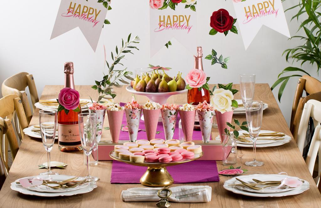 שולחן יום הולדת או מסיבת רווקות בעיצוב פרחים