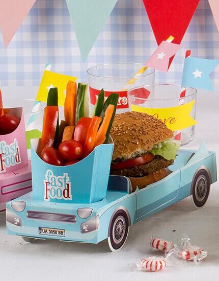 מכונית תכלת עם צ׳יפס להגשה בימי הולדת