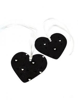 תגיות של תשומת לב בעיצוב שחור עם לבבות לבנים