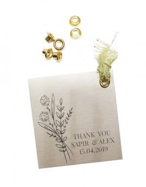 ניטים מחוברים לכרטיס או להזמנה לחתונה