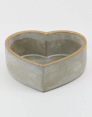 כלי מבטון בעיצוב לב בצבעי כסף וזהב