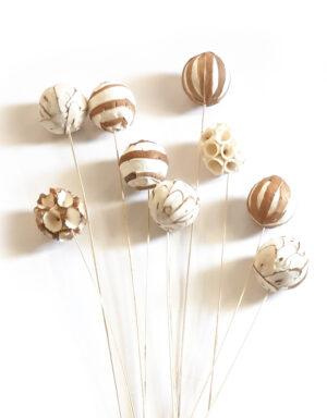 כדורים על ענפים בסגנון בוהו שיק , לעיצוב בוקה. מושלם לאוהבי המראה הטבעי ולעיצוב בסגנון בוהו שיק.
